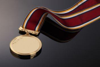 伊調馨の国民栄誉賞記念品の値段は?帯の模様の意味や過去受賞者も